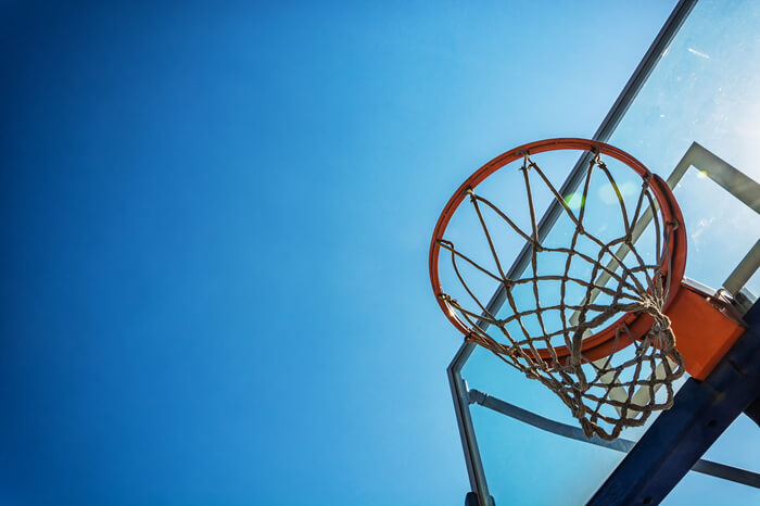 Canestro da basket immagine in evidenza